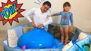 Papai entrou no Balão Gigante de Água