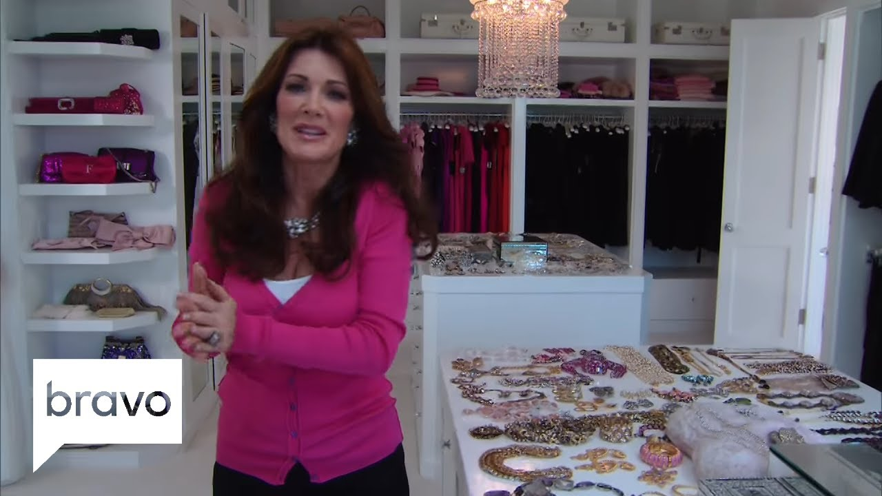 Rhobh Lisa Vanderpump Closet Tour Explore Lisa S Season 3 Wardrobe Bravo Youtube