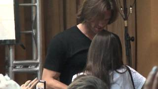 Cute moment - Jared Padalecki with a fan at the Roadhouse con - Rio de Janeiro
