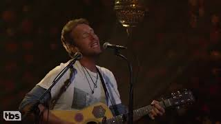 Chris Martin Performs Coldplay's 'Hymn For The Weekend' Acoustic Cover 10 27 16