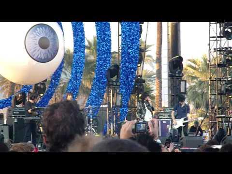 """Yeah Yeah Yeahs, """"Zero"""" live @ Coachella 2009"""