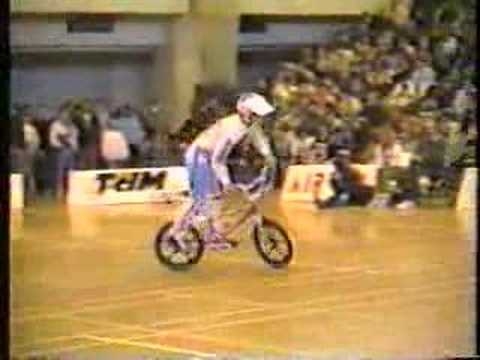 matt hoffman riding flatland 1987-holeshot