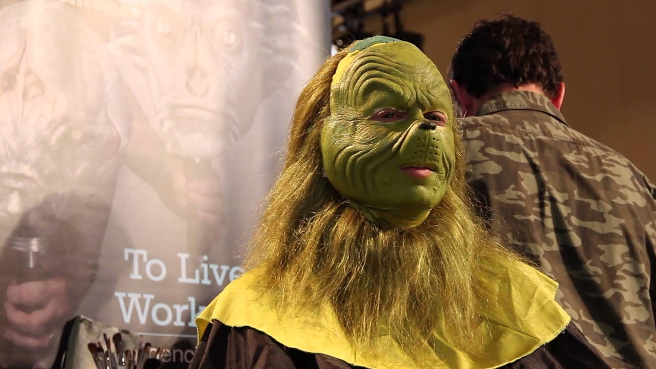 Grinch is at IMATS Los Angeles 2013 - YouTube Jim Carrey Grinch Makeup