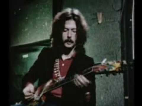 Eric Clapton  talks about his guitar and plays some licks (1968)