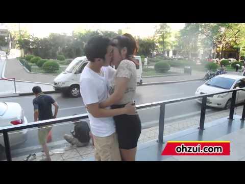 Gái xinh hôn cực phê lần đầu quen bên chiến cơ huyền thoại