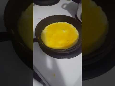 How to make scrambled eggs and fried rice