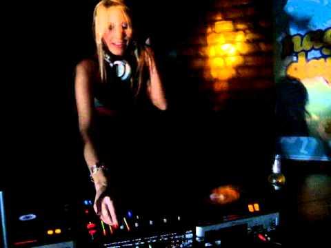 DJ JULIANA DRUZIAN@BOMBAI PUB