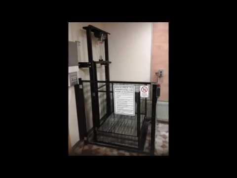 Piattaforma elevatrice montacarichi platform lift for Montacarichi da balcone per legna