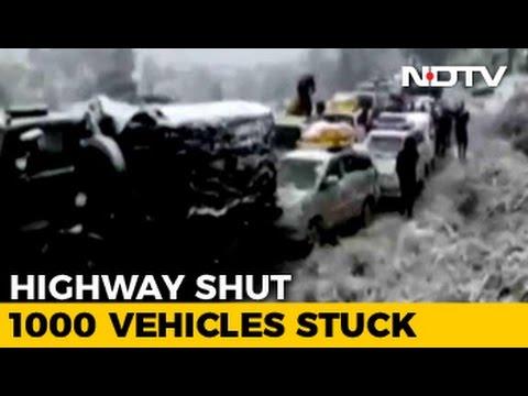 Snowfall-Hit Jammu-Srinagar Highway Strands Vehicles, Upsets Tourists