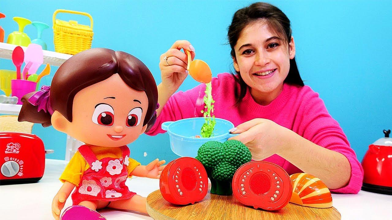 Download Çocuk oyunları. Ayşe Niloya ile pazar alışverişi yapıyor ve çorba pişiriyor