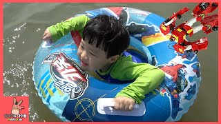 헬로 카봇 튜브 타고 바다 물놀이 시간! 물고기 잡기 ♡ 헬로카봇 장난감 친구들 오프닝 노래 어린이 놀이 Hello Carbot Toys | 말이야와아이들 MariAndKids