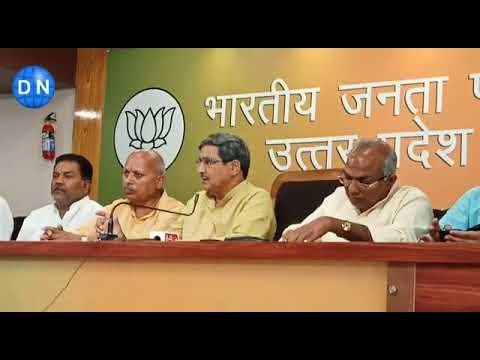 लखनऊ:प्रेस कॉन्फ्रेंस के दौरान सहकारिता मंत्री मुकुट बिहारी वर्मा