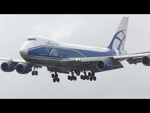 Amazing Boeing 747-400F Go Around & Landing at Cambridge Airport