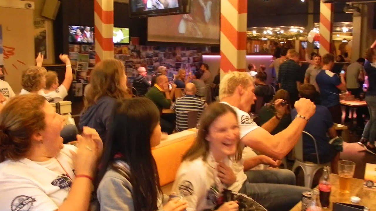 RWC 2015: Victoire du Japon contre l'Afrique du Sud dans un pub anglais