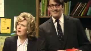 Шоу Фрая и Лори. Об очернении страны