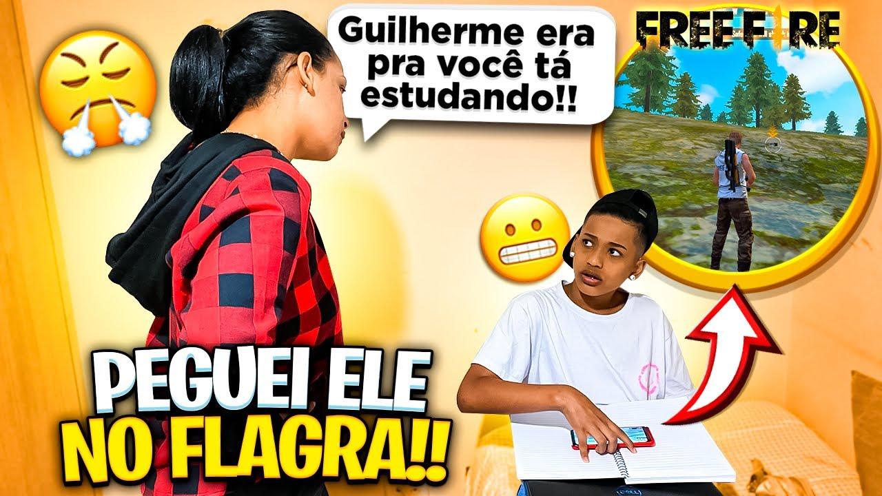 FLAGREI O GUILHERME JOGANDO FREE FIRE NA AULA ONLINE!