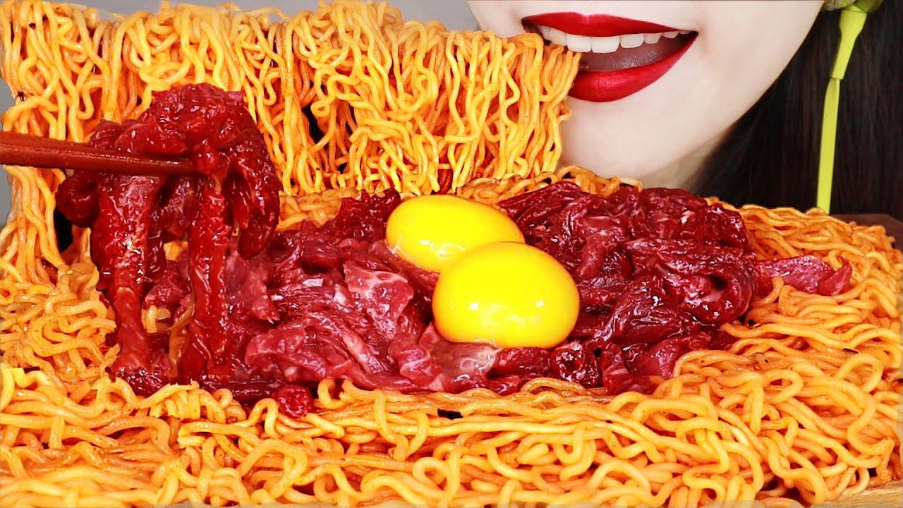 ASMR RAW BEEF YUKHOE & SPICY NOODLES 육회비빔면 먹방 MUKBANG EATING SOUNDS.