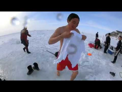 裸で流氷ダイビング?