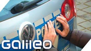 Fake-Polizeiautos mieten für mehr Sicherheit | Galileo | ProSieben