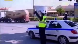Biraz motosikletçi ruhu! motorcu ile polis.