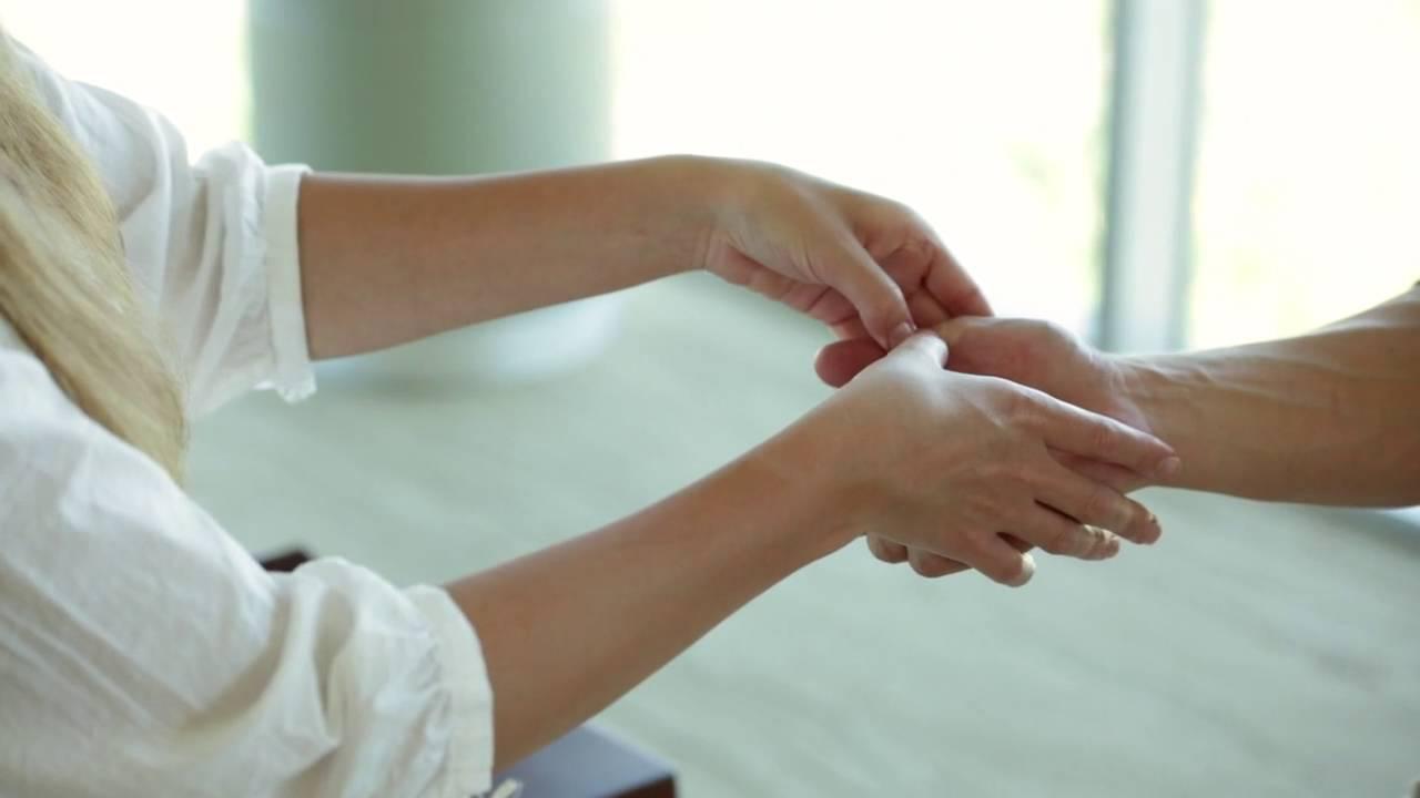 Aromatouch Hand Technique