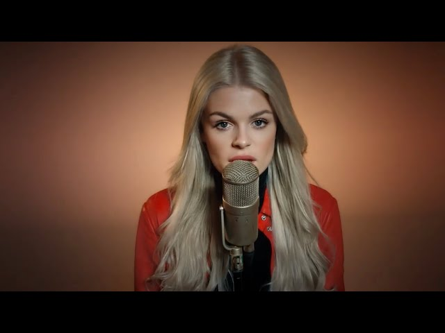 It's Beginning To Look A Lot Like Christmas - Michael Bublé (Cover By: Davina Michelle)