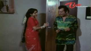 Sutti Veerabhadra Rao Hilarious Scene With Hot Aunty - NavvulaTV