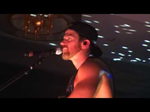 Kip Moore Dealing with Overzealous Attendee at Hilton Honors Concert