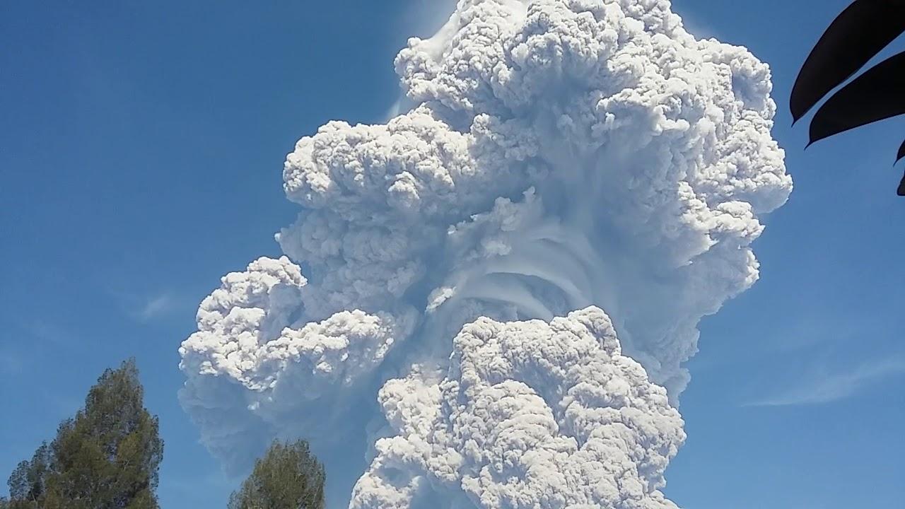 Nevjerojatna snimka vulkana Sinabung koji je izbacio stup pepela ...