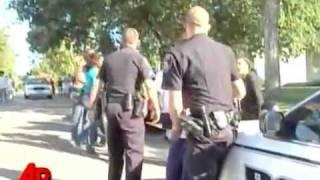 policial levando uns tapas!