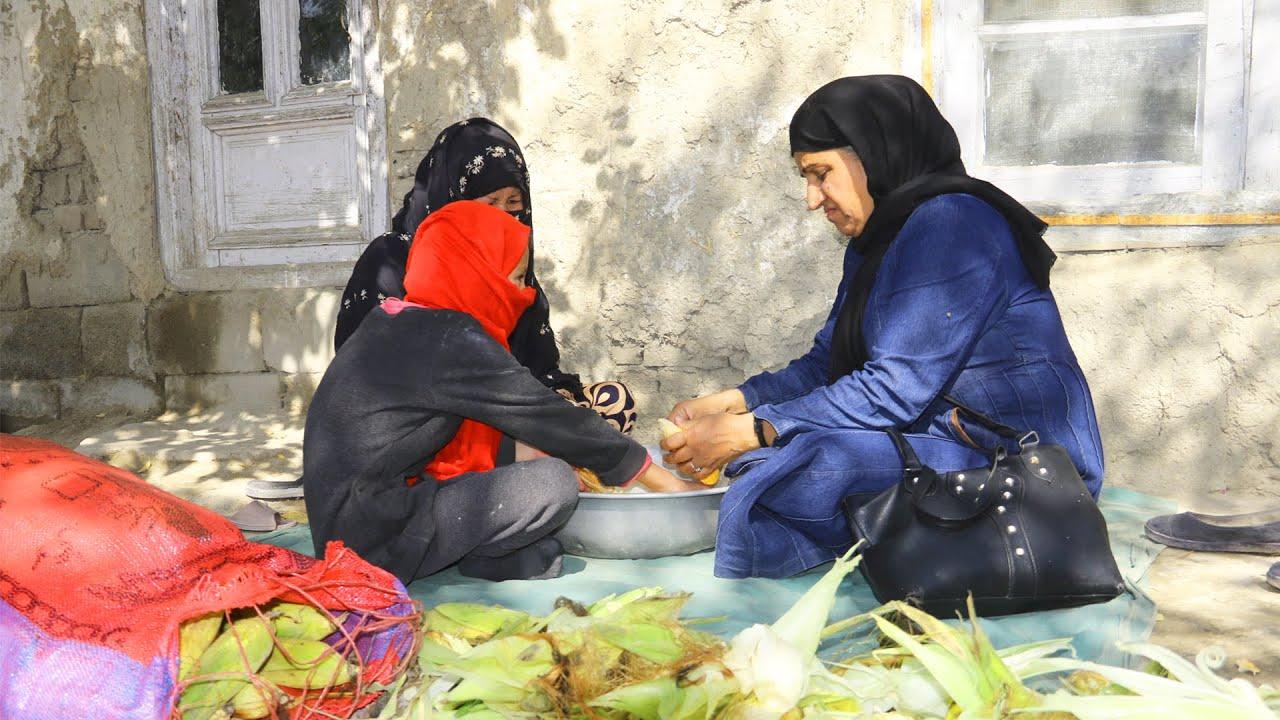 خانمی که با 60 افغانی تمام روز جواری پاک میکند
