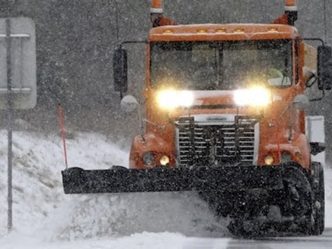 Raw: Winter Storm Pounds Southeastern US