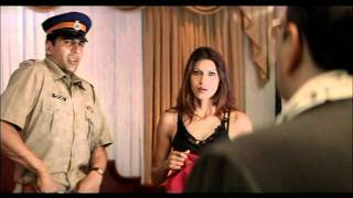 Hindi Film - Khakee - Drama Scene - Akshay Kumar - Shekhar Hoodwinks Girlfriends Husband