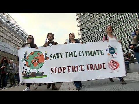 Download Klimamarsch in Brüssel: Tausende machen vor COP26 Druck