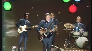 Johnny Cash Show: Carl Perkins - Blue Suede Shoes (HQ)