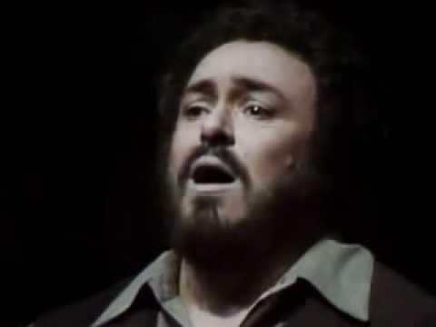 Luciano PAVAROTTI. Una furtiva lagrima. L' elisir d' amore. G. Donizetti.
