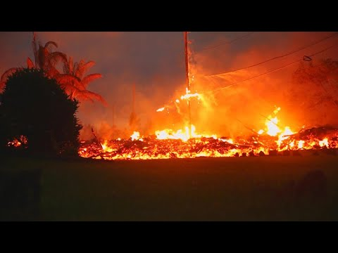 Hawaii volcano spews lava and toxic gas through new cracks