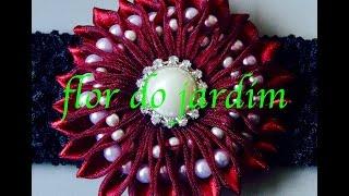 Flor com pérolas de dois tamanhos Passo a Passo