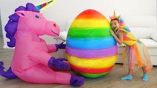 София нашла Огромное Яйцо-Сюрприз с игрушками