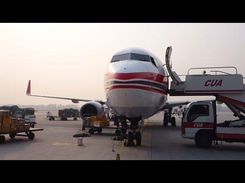 (HD) China United Airlines Deplaning flight at  Beijing Nanyuan Airport RARE