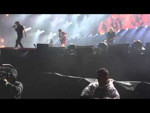acdc-openingrock-or-bust-live-sydney-nov-4th-2015-front-row-hd