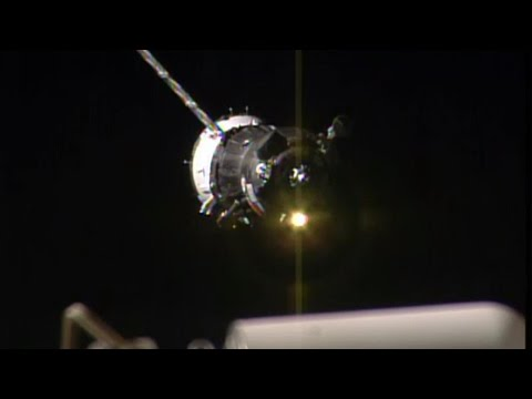 Expedition 44 Docks to the Space Station