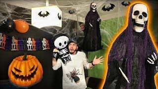 DECORAÇÃO DE HALLOWEEN 2017!! Decoramos a Sala para o Dia das Bruxas - Caveiras e Aranhas do Terror