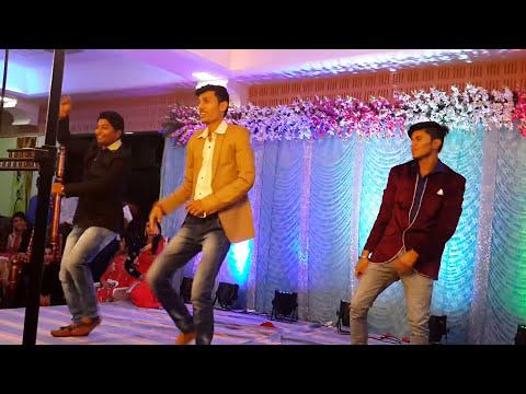 Mujse dosti karogi..the maddly song playing Ujjain sheth
