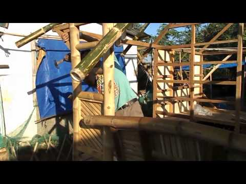Building the Nipa Hut Walls - Life in the Philippines - Cris Bamboo