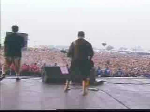 System Of A Down - Bounce (Reading Festival 2001)