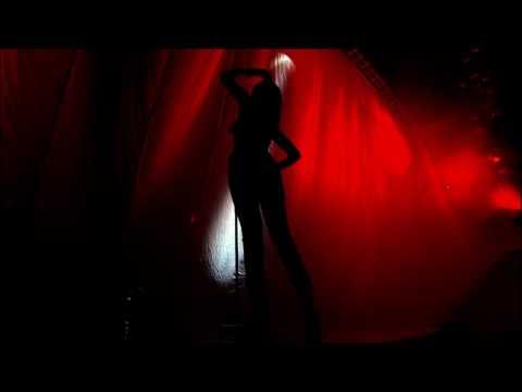 Rihanna - Pon de Replay live HD