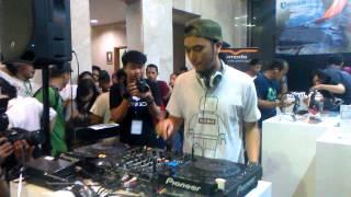 DJ Winky Wiryawan at Booth V-MODA INDOCOMTECH 2014