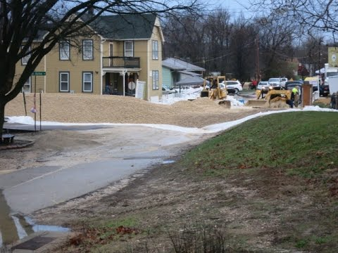 Sand bagging Kimmswick Missouri for Goliath water 12 28 15