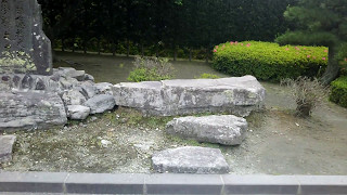 西郷さんと大久保さんが若い頃に、志を鍛えるために座禅をくんでいた石...
